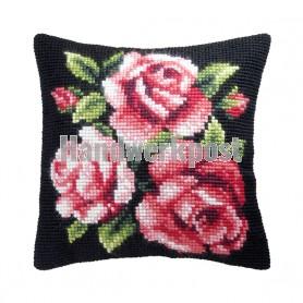 kruissteekkussen rose rozen op zwart