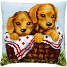 kruissteekkussen golden retriever pups in mand